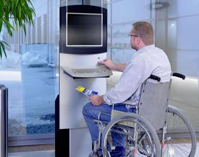 Borne multimedia pour personne a mobilite reduite